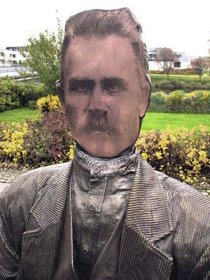 Åke Pallarp använde Lim-Johans eget självporträtt för att skapa statyns ansikte.