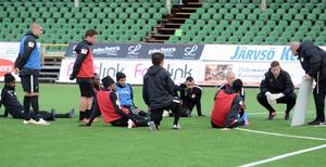 På fredagsförmiddagen hölls sista träningen inför lördagens match mot Gais. Bussen mot Göteborg lämnade Borlänge vid lunchtid.