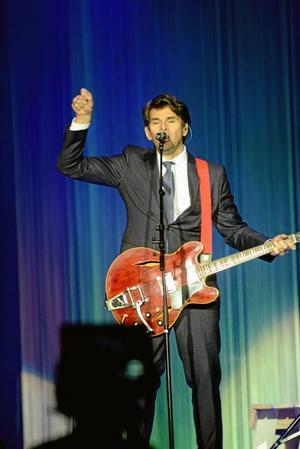 Dragplåster. Niklas Strömstedt  spelade och berättade om bakgrunden till flera av sina mest kända låtar.