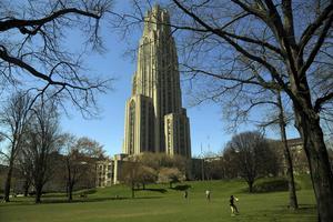 163 meter höga Cathedral of Learning på University of Pittsburgh är från 1934.