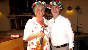 Midsommar. Maria Hulthén och Lars Hjertner bjöd publiken på ett fint konsertprogram i Rune Lindströms anda.