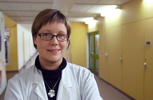 Östrogen ger livskvalitet till kvinnor med övergångsbesvär, anser överläkaren Helena Scheéle - Sandström vid kvinnokliniken på Gävle sjukhus.   – För friska kvinnor uppväger vinsterna de små risker som finns, säger hon.