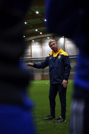 Thomas Dennerby och damfotbollen i fokus.