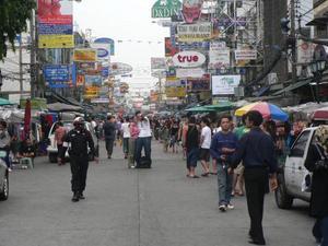 Khao San Road i Bangkok, där en del västerländska män köper unga thailändska kvinnor. Foto: Stockxchng
