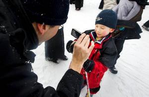 Likt alla stora stjärnor blir det intervjuer efter loppet. Här är det Henning Lindh ten Berg som berättar om loppet för pappa.