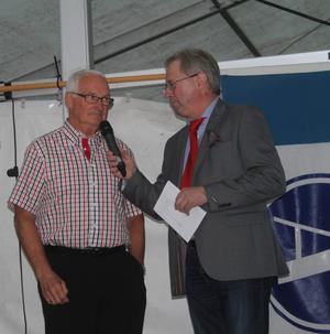 Ulf Danielsson, populär ledare som är bosatt i Hälsingland, men ställer upp för Åsarna i dur och skur, intervjuas och hyllas av Ingvar Borg.