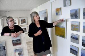 Premiärutställare. Siw Eriksson och Marita Olsson Bluum är först att ställa ut i den nya konstlokalen Garaget i Bergööska huset.