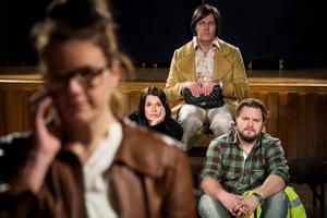 Mats Jäderlund som Barbro, Aja Rodas och Peter Mörlin samt Cecilia Wernesten i förgrunden som spelar Jenny.
