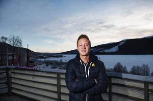 Erik Hagström har sysslat med musik sedan barnsben. När han flyttade till Åre för fyra, fem år sedan upptäckte han vilken härlig stämning housemusiken kunde skapa och började dj:a. I dag är han resident på nattklubben Bygget och Åre Veranda i Åre.