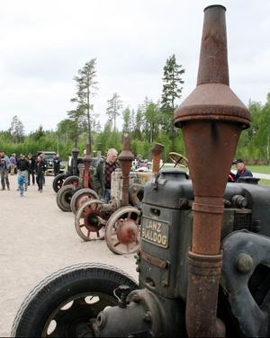Rostigt och avskavt men publikdragande. Och flera av traktorerna kördes igång - dunk, dunk, dunk!