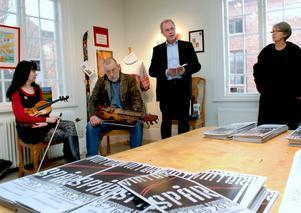 Jeanette och Curt Lindmark spelade vid invigningen av utställningen. Invigningstalet hölls av Anders Larsson.
