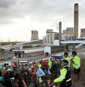 Kolkraftverk en miljöbov. Protester mot ett kolkraftverk i Storbritannien.foto: scanpix