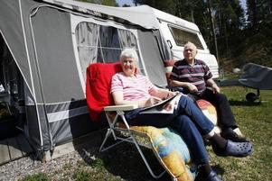 Anna-Stina Hamberg är pensionär liksom sambon Bengt Jansson. De tycker att de gjort ifrån sig sitt resande under åren. Nu står husvagnen permanent på Engesbergs camping.
