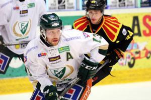 Färjestads målfarlige Linus Persson missar play in-finalen mot Brynäs.
