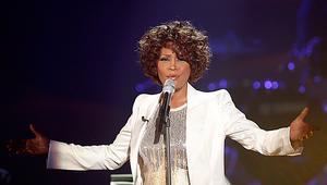 Whitney Houston hittades död på sitt hotellrum natten mot söndagen. Hon albumdebuterade 1985 och nominerades till 26 Grammys.