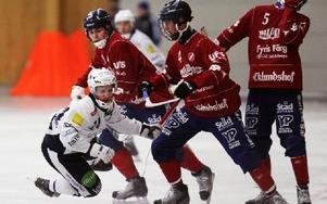 Tvärstopp för Rättviks Daniel Jansson. Foto: Staffan Björklund
