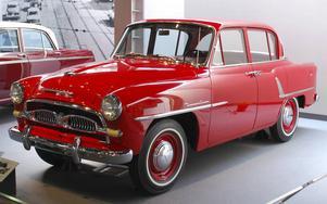 Toyopet Crown från mitten av 1950-talet lånade friskt från amerikanska förlagor, men var betydligt mindre.