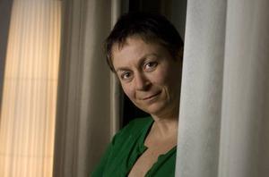 Road – och irriterad. Bookerprisvinnare Anne Enright ogillar                            den mediala mytbild som har byggts upp kring hennes författarskap.  Foto: Sören Andersson/Scanpix