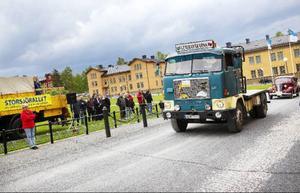 Det var inte bara bilar som syntes under Storsjörallyt.Allt från mopeder till en sådan här gammal lastbil från Volvo skymtade förbi vid Campus.