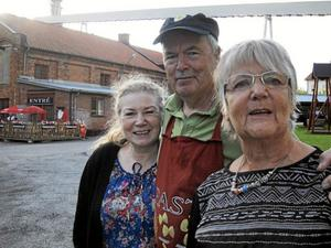 Frövi Kulturförening. Marianne Liljeholt, Conny Tiderman och Kristina Carlsson är tre av de som engagerar sig i att försöka fylla pappersbruksmuseets lokaler. Foto: Kerstin Schönström