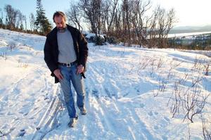 Efter sju år har Mats Kålen nått vägs ände med sitt byggärende på familjens gamla fäbodvall i Ullådalen. Trots allt hoppas han ändå på att någon någonstans ska ge honom rätt till slut. Men han vet inte vem.   Foto: Elisabet Rydell-Janson