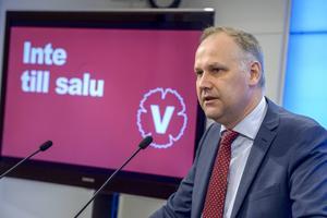 Jonas Sjöstedt (V) är i en position där han kan ta rejält betalt för sitt partis röster.