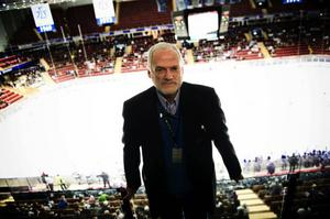 Sven-Åke Petters, ordförande i Dalarnas ishockeyförbund, vill gärna se att samarbetet ökar mellan klubbarna.   – Vi måste se oss som en enda stor familj, säger han.