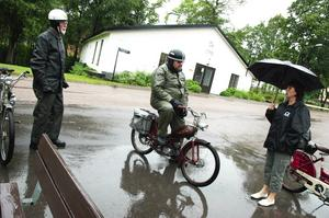 Regnigt rally. Vi hade i alla fall inte tur med vädret, kunde Borlänge mopedveteraner konstatera när de kom i mål i Vikmanshyttan.