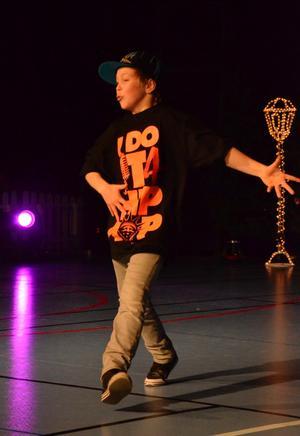 Marcus Reidarsson tog SM-guld i street tidigare i år. I går visade han upp skön street dance tillsammans med Markus Håkansson.BILD: SAMUEL BORG