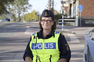 Samarbetar. Kommunpolisen Karin Altahr-Cederberg samarbetade med kommunen och NTF i går.