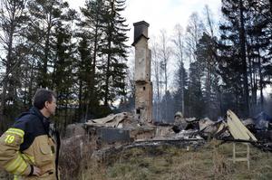 Huset i Kolsta brann ned till grunden i början av december. Brandkåren kunde ingenting göra och efter eldsvådan fanns bara en askhög och skorstensmuren kvar.