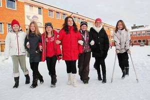 Den här gruppen tjejer brukar ofta gå eller cykla till skolan. Extra roligt var det förstås att göra det i tävlingsform. Från vänster: Angela Jillings, Amanda Bagge, Nora Färlin, Felizia Buyukkaya, Julia Björk, Nora Nordlund och Therese Johansson.