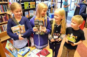 Äventyrsläsare. Matilda Lundgren, Sofia Nykom, Alma Wennerlund och Oskar Wennerlund.