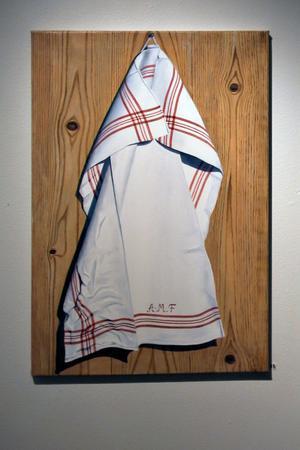 Handduk (den är målad fast den ser så verklig ut) - Ann-Marie Forsmark.