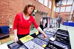 Anna Johansson driver butiken Anjo i Östersund. Hennes kläder visades upp under en modevisningen i sporthallen i Lit.
