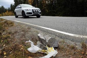 Under onsdagen inträffade två allvarliga bilolyckor orsakade av utlagda stenar.
