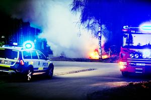 Dramatisk bilbrand i Bergvik under natten mot tisdagen.