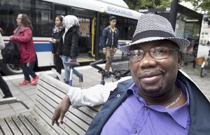"""""""Det märks. Man ser många nya ansikten,"""", säger Abdoulie Jallow, 62 år, sjukpensionär boende på Råby, om befolkningsökningen."""