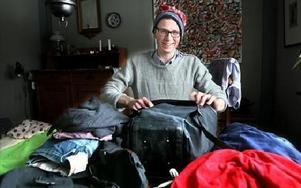 Mössan och tröjan i ull tillhör den lilla, men genomtänkta packningen som Erik tar med sig på äventyrsresan.FOTO: BONS NISSE ANDERSSON