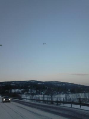Polisen söker efter två försvunna skoteråkare i Nyland, bland annat från luften.