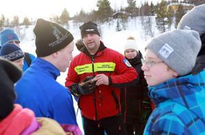 Lasse Renhfeldt, naturbevakare från länsstyrelsen, berättade hur en transceiver fungerar.