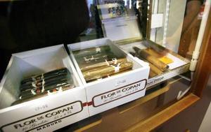 Bland cigarrsortimentet finns också Castros egen cigarr Cohiba.