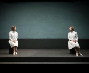 """Ylva och Stina Ekblad i """"Idlaflickorna"""" som i går kväll gavs på Gävle teater i en bejublad föreställning från Dramaten."""