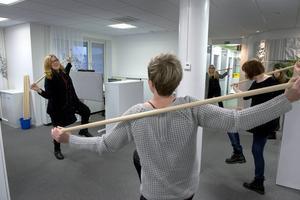 Varje dag är det pinngympa på programmet för medarbetarna på Mittmedias redigeringsnav i Sundsvall. Jobbigt men nyttigt menar redigeraren Ingrid Jernberg.