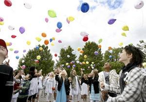 ETT, TVÅ , TRE! Söderskolan skapade en läcker final på den allra sista skolavslutningen med ett färgglatt ballonguppsläpp.