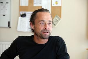 Planerna på ett nationellt Per Jonsson-center i Ljusdal går vidare. Nu ansöker kommunens musik- och kulturenhet om pengar för att anställa en koordinator för projektet. Det berättar Erik Nilsson, Estrad Ljusdal.