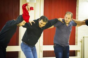 Den här trion från Syrien var några av de herrar som jobbade hårdast på dansgolvet.