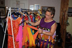 Ann-Marie har strumpbyxor i alla färger för att matcha sina kläder.