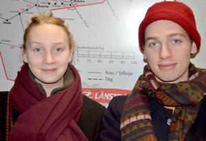 Linnea Widås Nero och Mikael Parkman går båda på Birka Folkhögskola. De åker sällan buss när de ska in till Östersund. I stället försöker de samåka bil med andra, vilket blir både effektivare och billigare än att åka buss.