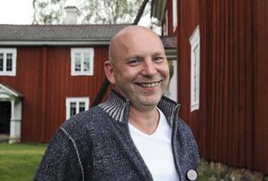 Tommy Löfström köpte hotellet i november. Han kommer ursprungligen från Falun, men nu har han flyttat till Edsbyn med sin familj.